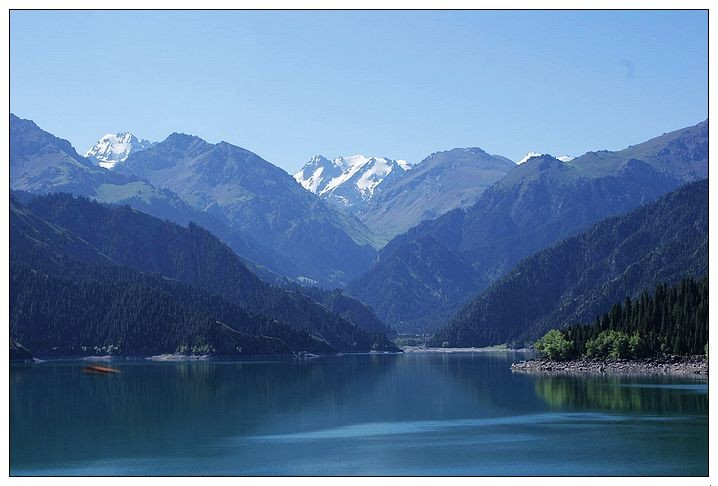 """新疆天山天池,古称""""瑶池,处于天山东段最高峰博格达峰的山腰"""